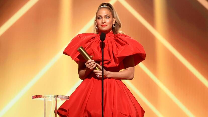 Jennifer Lopez Gives Inspiring Speech to 'Girls in All Ages and All Colors' at People's Choice Awards