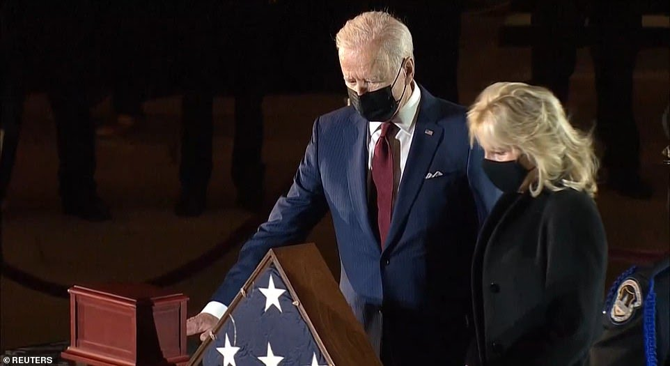 Biden pays respects to Capitol Police Officer