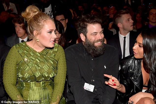 Singer Adele and ex-husband Simon Konecki finalised