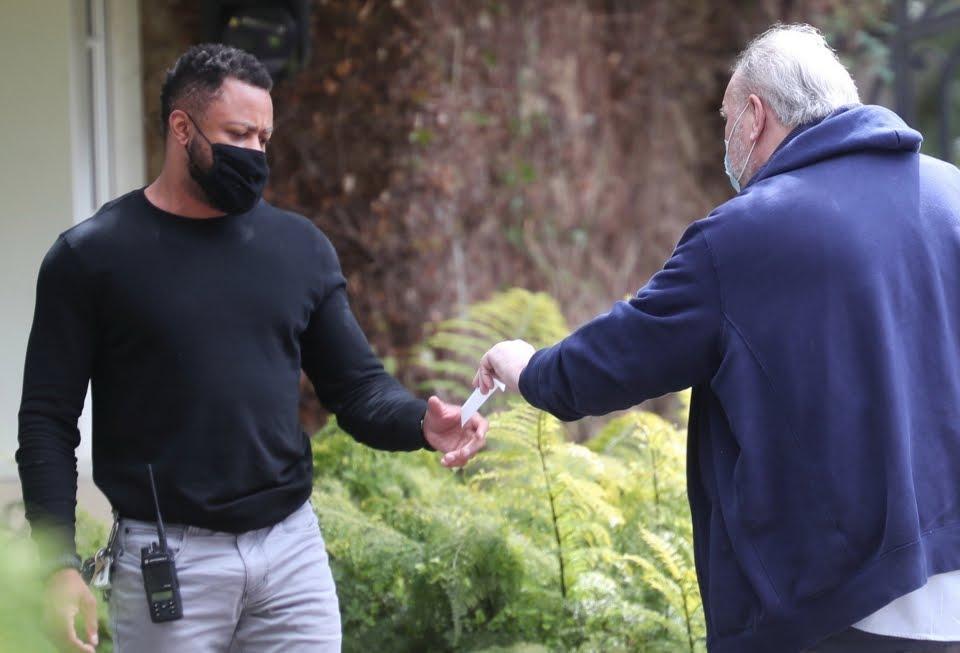 Meghan Markle's dad 'hand delivers letter to Oprah