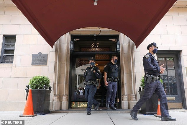 Federal investigators executed a search warrant at Rudy Giuliani's Manhattan apartment
