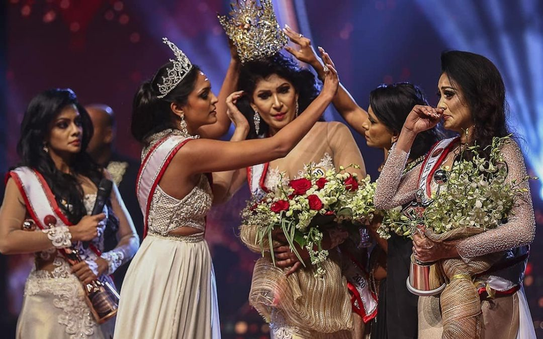 Mrs Sri Lanka beauty queen's crown snatched from head over divorce claims