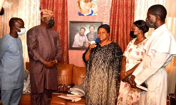 Lagos state government officials visit prophet TB JOSHUA'S wife.