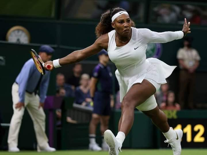 Serena retires from Wimbledon after injuring knee on slippery court.