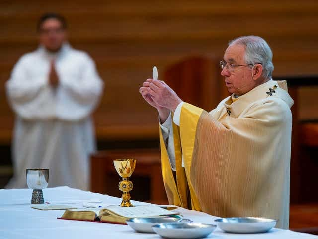 U.S. bishops vote to draft statement that may rebuke politicians for abortion views