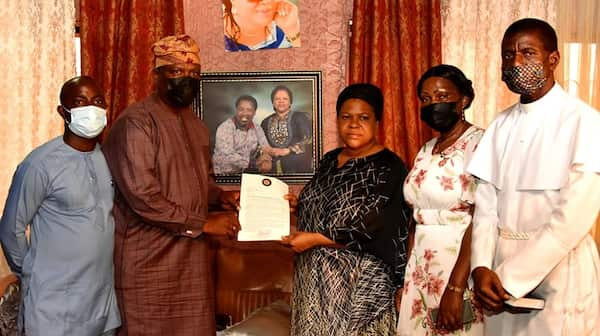 Emotional Photos as Lagos state government officials visit prophet TB JOSHUA'S wife
