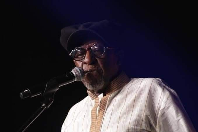 South African jazz legend Tsepo Tshola has passed away at the age of 68.