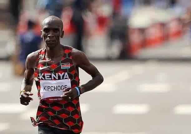 Kenya's Eliud Kipchoge successfully defends Olympic marathon title